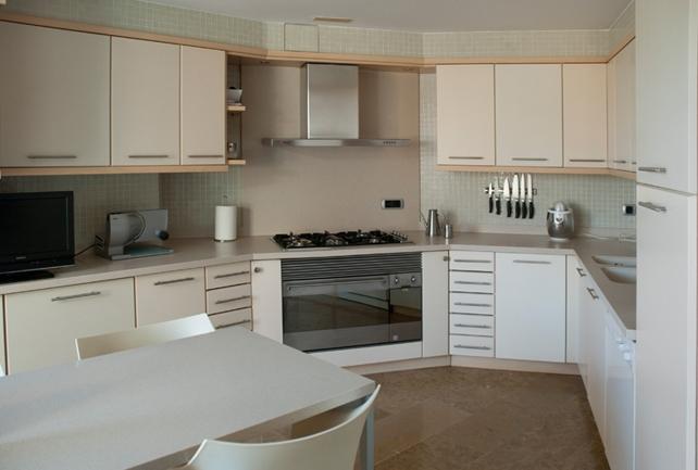 Muebles de cocina en colores muy vivos, ¿cómo combinarlos?